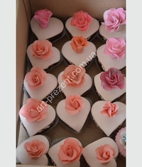 Muffins in the form of hearts with roses. Possible, chocolate, cream, caramel, and other toppings. Minimum quantity 6 PCs.