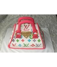 Дитячі торти.  Торт сумочка - це оригінальний та смачний подарунок для...